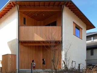 Casas de estilo ecléctico de 磯村建築設計事務所 Ecléctico