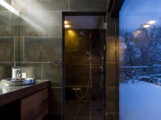 YMT residence 07: 浅香建築設計事務所 asaka architectural designが手掛けた浴室です。