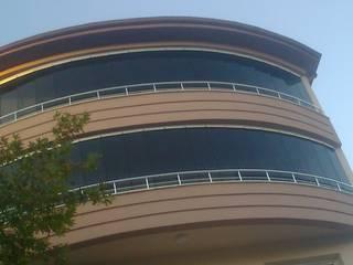 Casas de estilo moderno de PENPARK CAM BALKON SİSTEMLERİ Moderno