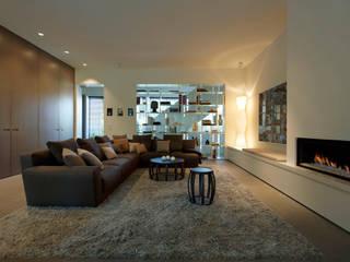 Privathaus München 570 m2: moderne Wohnzimmer von Iria Degen Interiors