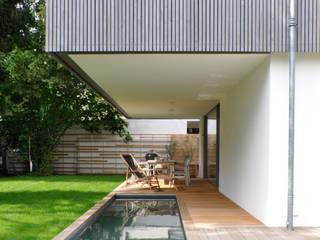 Wohnhaus, Riemerling Moderner Balkon, Veranda & Terrasse von Löffler Weber | Architekten Modern