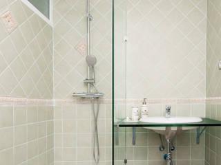 Baño principal Baños de estilo moderno de DISEÑO Y ARQUITECTURA INTERIOR Moderno