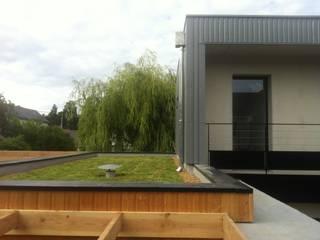 ORU - KAMI rdb architectes Balcon, Veranda & Terrasse modernes