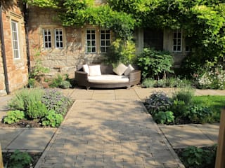 Country Garden, Chew Manga Country style garden by Katherine Roper Landscape & Garden Design Country
