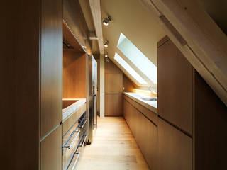 Penthouse Zürich 250m2: moderne Küche von Iria Degen Interiors