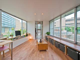 River side house / House in Horinouchi Nowoczesny salon od 水石浩太建築設計室/ MIZUISHI Architect Atelier Nowoczesny