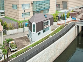​River side house / House in Horinouchi by 水石浩太建築設計室/ MIZUISHI Architect Atelier Сучасний