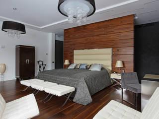 УСАДЬБА НА КАЛУЖСКОМ ШОССЕ Спальня в эклектичном стиле от Henry Bloom Эклектичный