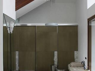 УСАДЬБА НА КАЛУЖСКОМ ШОССЕ Коридор, прихожая и лестница в эклектичном стиле от Henry Bloom Эклектичный