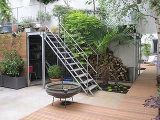 PATIO DE STYLE INDUSTRIE: Jardin de style  par  GARDEN TROTTER