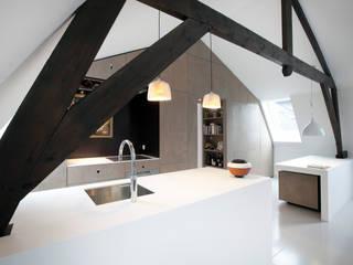 Cocinas de estilo minimalista de studio KAP+BERK Minimalista