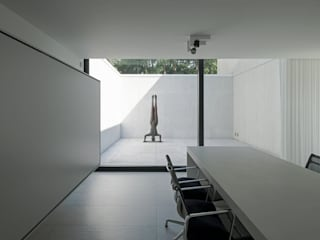 DM Residence:  Studeerkamer/kantoor door CUBYC architects