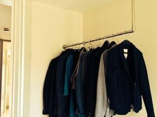 ULI // glanz L-Form Decken-/ Wandmontage:   von ULI Garderoben