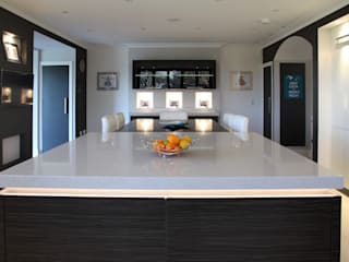 Contemporary kitchen by John Ladbury and Company Minimalist
