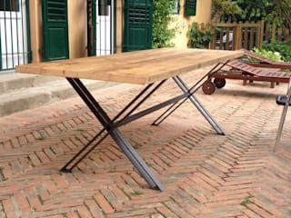 Foscolo table:  in stile  di 2RED DESIGN STUDIO, Moderno