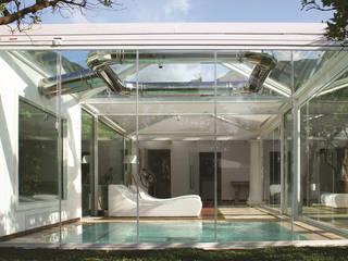 Seeglass MAX: el cerramiento acristalado con máximas prestaciones Hoteles de estilo moderno de C3 Systems S.L. Moderno
