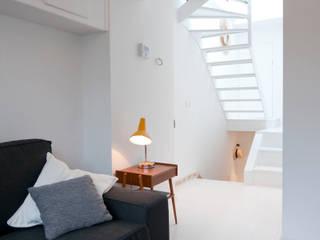 TUL74 Couloir, entrée, escaliers modernes par phdvarvhitecture Moderne