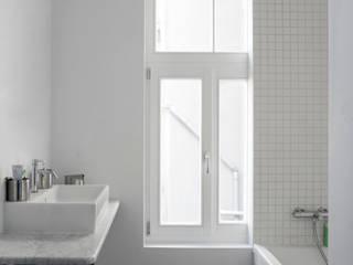 BAB52 Salle de bain moderne par phdvarvhitecture Moderne