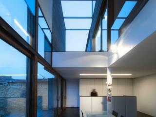 maison T&A, Gent: Cuisine de style  par bruno vanbesien architects