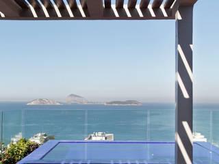 Balcones y terrazas modernos de House in Rio Moderno