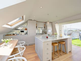 ​rear mansard and roof terrace fulham:  Kitchen by nuspace