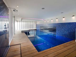 Hout bij het zwembad Moderne zwembaden van Pruysen Parket BV Modern