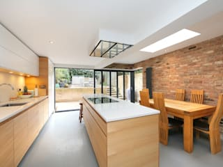 ​kitchen extension dulwich with flat roof and open brickwork Cocinas modernas de homify Moderno