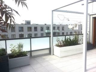 Industrialer Balkon, Veranda & Terrasse von GREENERIA Industrial