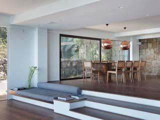 Jantar: Salas de jantar  por House in Rio,Moderno