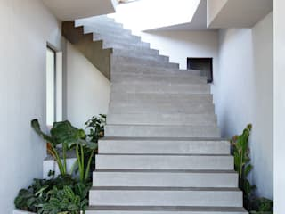 House in Rio Modern Corridor, Hallway and Staircase