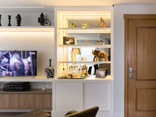 Living room by Braccini + Lima Arquitetura