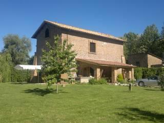 Una ex chiesa come abitazione e studio Casa rurale di Architettura Rurale