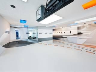 simINN Flugsimulationscenter:  Geschäftsräume & Stores von Banozic Architecture | Scenography