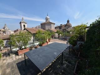 La terrazza: Terrazza in stile  di Studio Fori