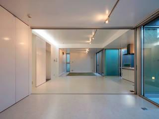 長谷雄聖建築設計事務所 Ruang Keluarga Modern
