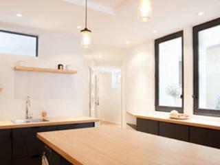 Realisations Salle à manger moderne par Interior Design By C Moderne