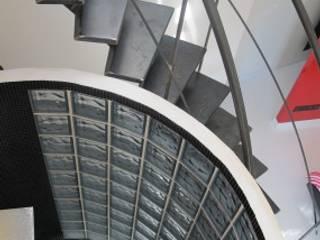 Exemple de realisations: Couloir et hall d'entrée de style  par LA FILATTE
