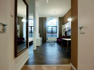 Borowczyk Architekci Modern corridor, hallway & stairs