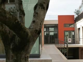Il Foglio Rosso: Case in stile in stile Moderno di studio volino architetti