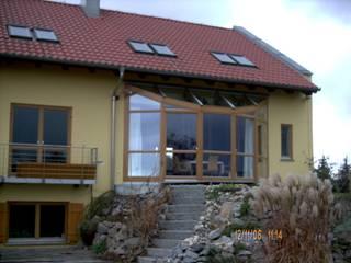 Modernisierung der Fenster und Gartenmauern eines Einfamilienhauses in Regensburg von Architektur + Innenarchitektur ASW