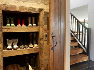 Pasillos y vestíbulos de estilo  por Hart Design and Construction