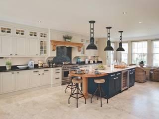Bespoke Kitchen:   by Reeva Design