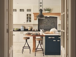 Bespoke Kitchen: classic  by Reeva Design, Classic