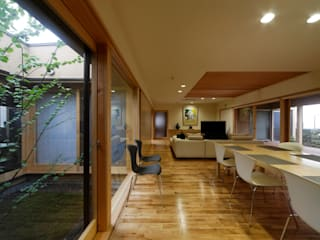 Eclectic style living room by 長谷雄聖建築設計事務所 Eclectic