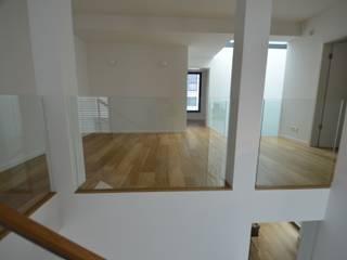 Betontreppe in einem Modernen Haus Treppenbau Diehl Moderner Flur, Diele & Treppenhaus