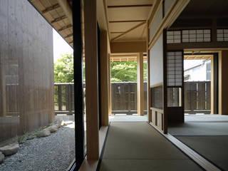 森村厚建築設計事務所 Pasillos, vestíbulos y escaleras asiáticos