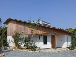 Maisons de style  par ろく設計室