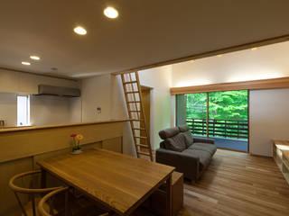 Living room by 光風舎1級建築士事務所