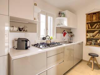 SPAVENTA: Cucina in stile in stile Moderno di MOB ARCHITECTS