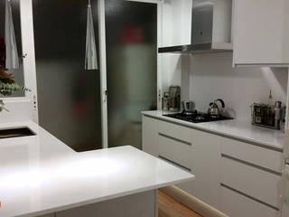 Aram interiors Dapur Modern